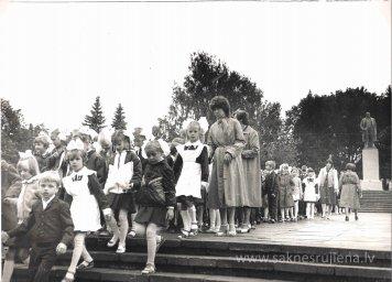 Pēdējais 1.septembris pie Ļeņina pieminekļa. - Foto №360