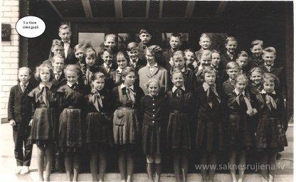 Rūjienas vidusskolas skolēni 1964.gadā - Foto №420