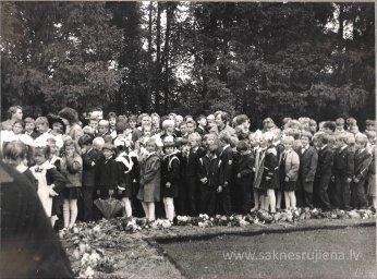 Pēdējais 1.septembris pie Ļeņina pieminekļa. - Foto №355