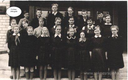 Rūjienas vidusskolas skolēni 1964.gadā - Foto №425