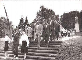 Pēdējais 1.septembris pie Ļeņina pieminekļa. - Foto №356