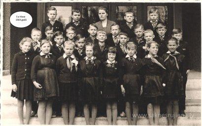 Rūjienas vidusskolas skolēni 1964.gadā - Foto №416