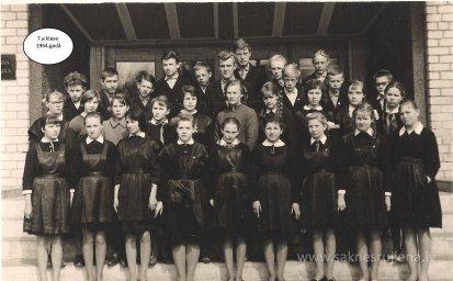 Rūjienas vidusskolas skolēni 1964.gadā - Foto №424