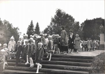 Pēdējais 1.septembris pie Ļeņina pieminekļa. - Foto №358